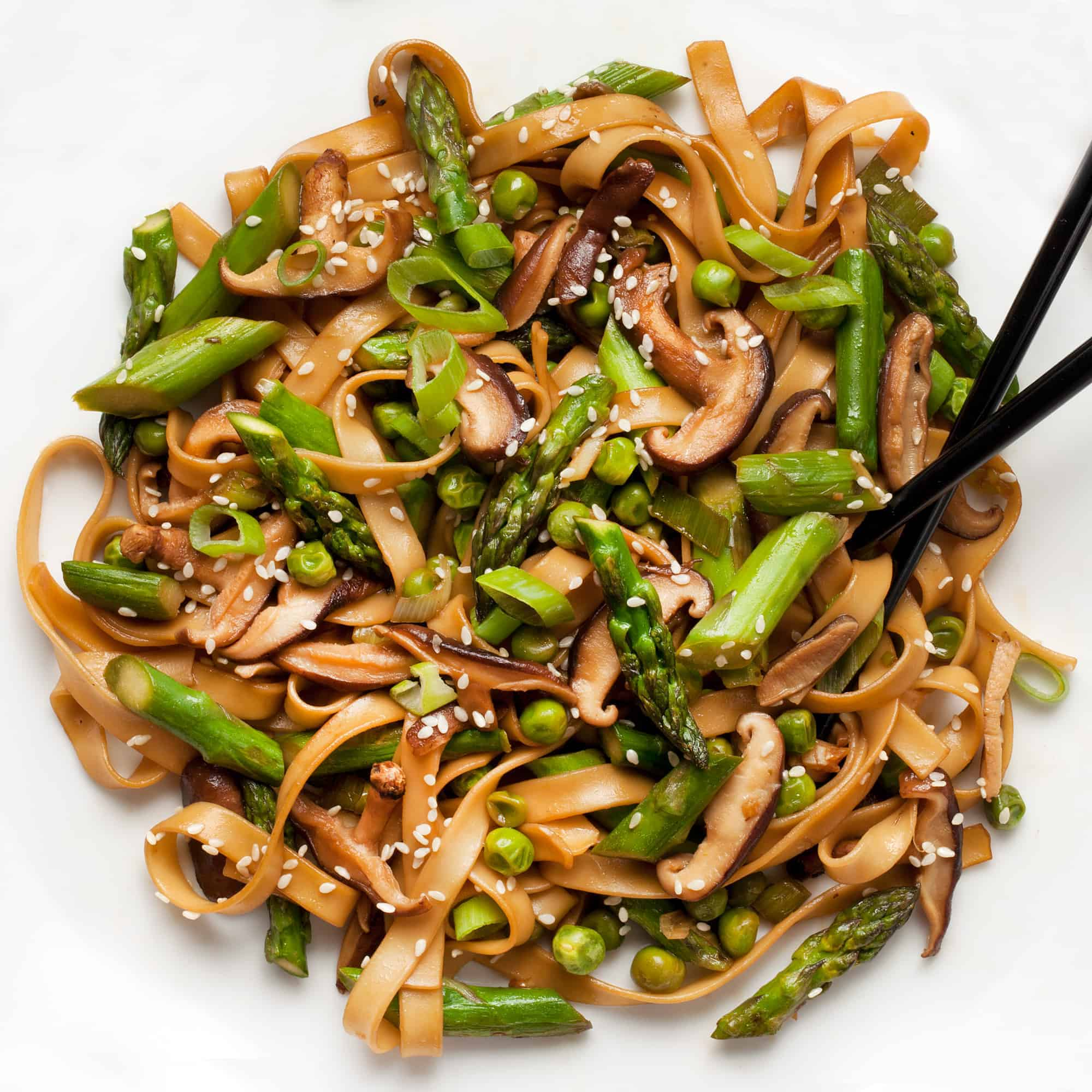 Udon Noodle Stir-Fry with Asparagus, Mushrooms & Peas